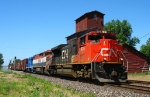 CN 8016 leading M392 with BCOL 4616 & GMTX 2684 trailing behind