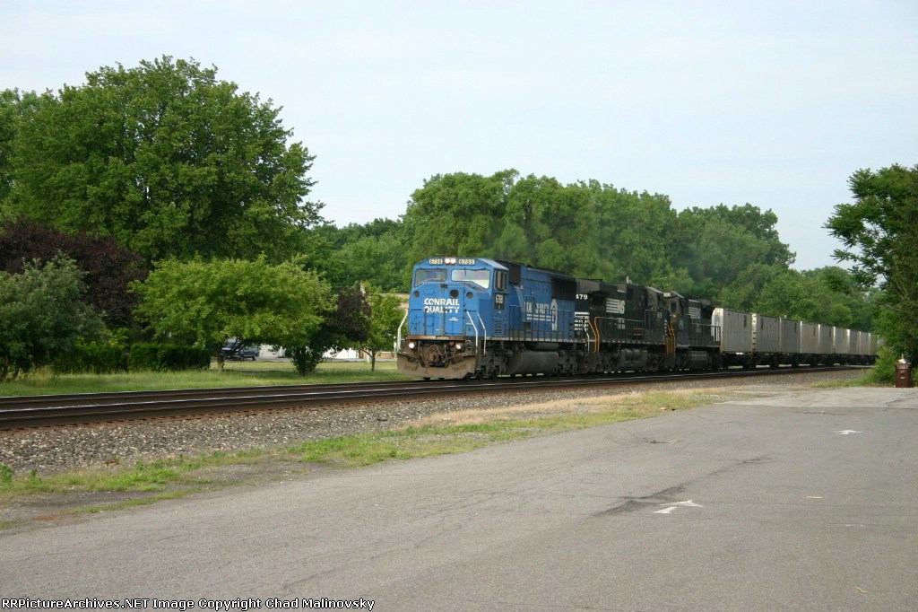NS 6798 rockets through town with Blue Streak service train