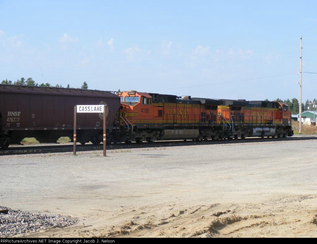 BNSF 4186 and BNSF 5495
