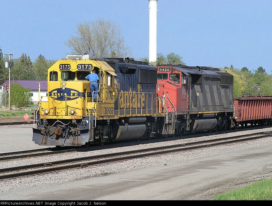 BNSF 3173 and CN 5425