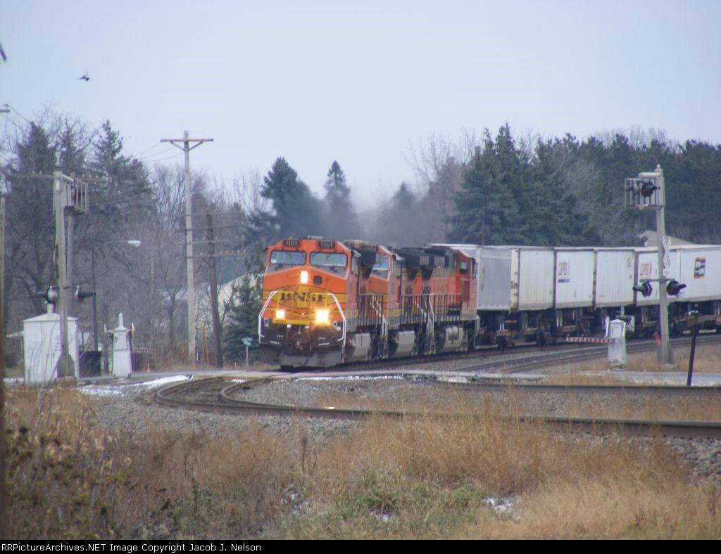 BNSF 1101 and BNSF 4606