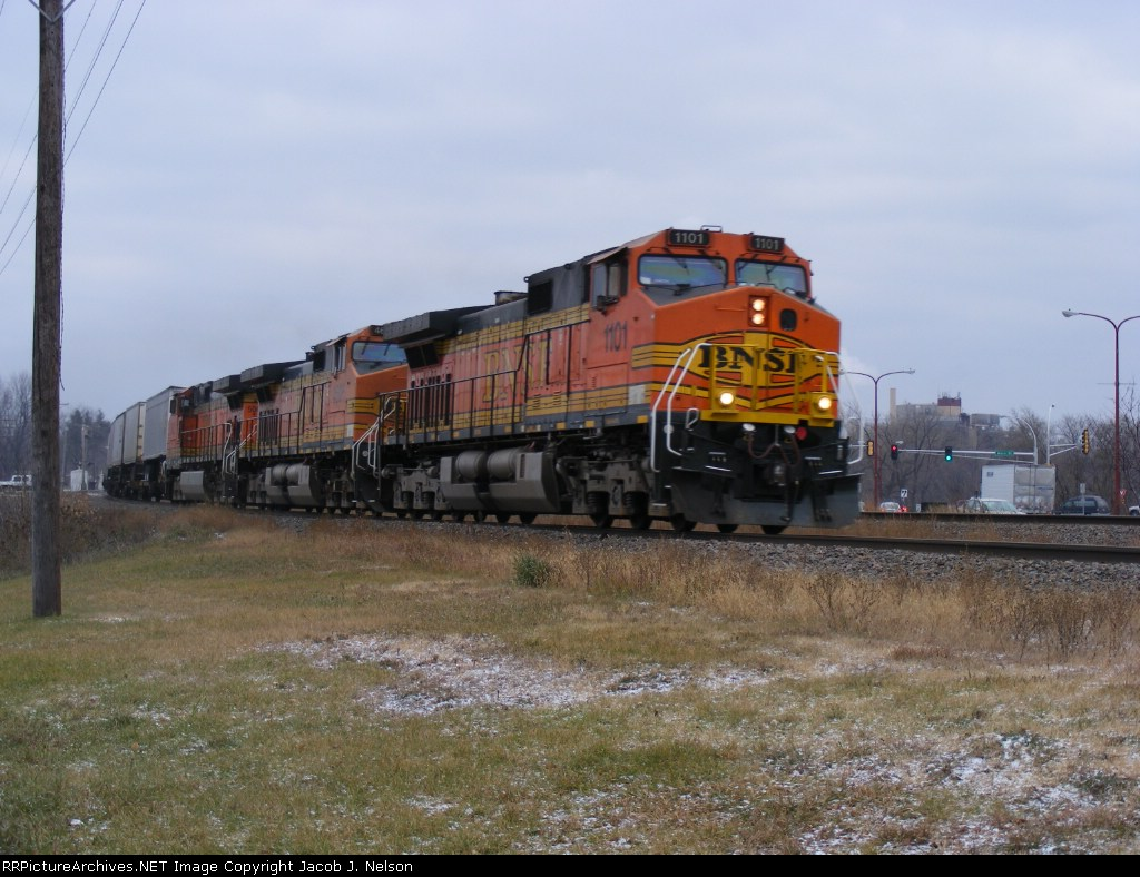 BNSF 1101 and BNSF 4606