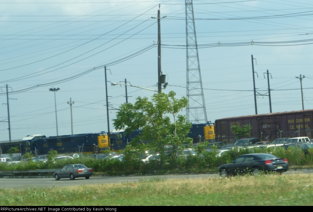 CSX 1318 & 1319 and Wisconsin Central boxcar 27267