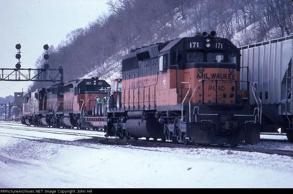 1390-21 Westbound SOO/MILW freight passes Hoffman Ave