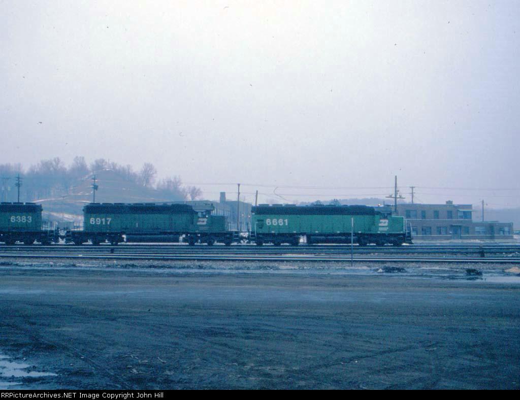 1403-22 Eastbound BN freight passing Daytons Bluff Yard
