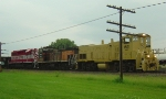 WSOR 1501, 1502 and 4076 form a colorful consist