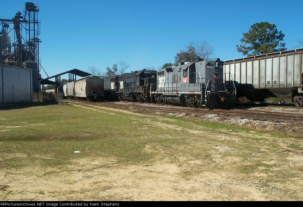 In 2004, the feed mill and primary customer on the Wiregrass Central is worked by usual power of the time.  The ex SP GP sports a gray version paint used on a very few units before the black was made the official colors.