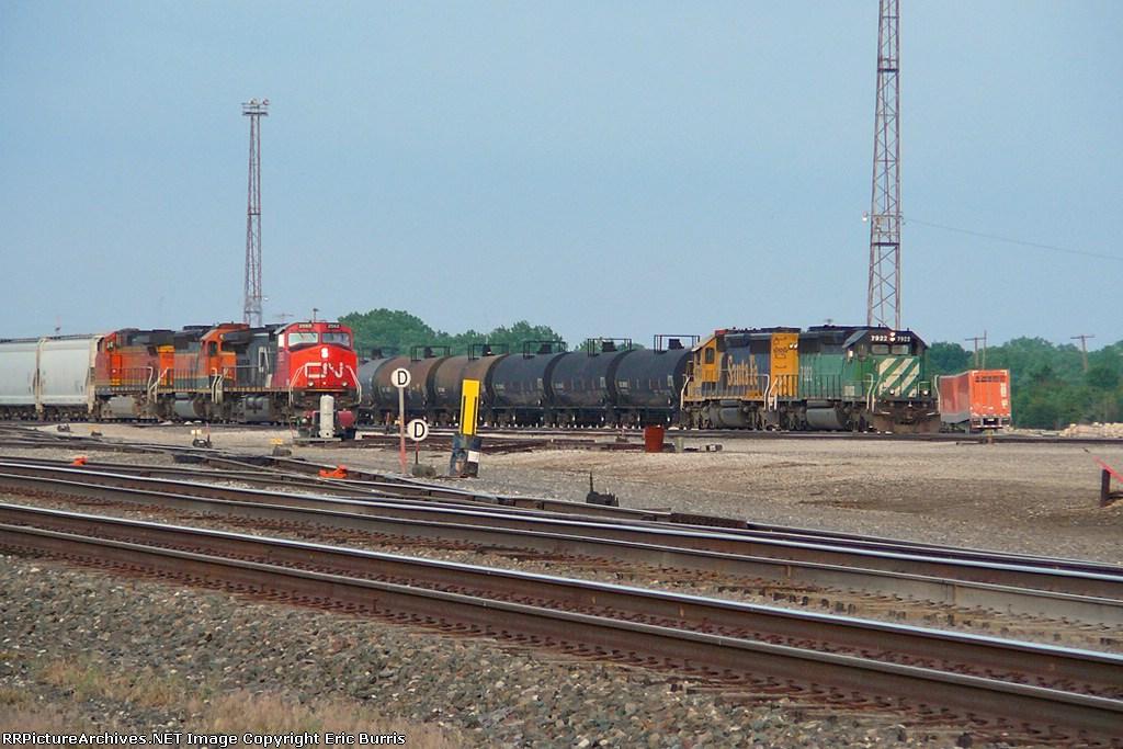 CN 2563 west
