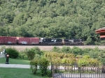 NS 9589 leads train around Horseshoe Curve
