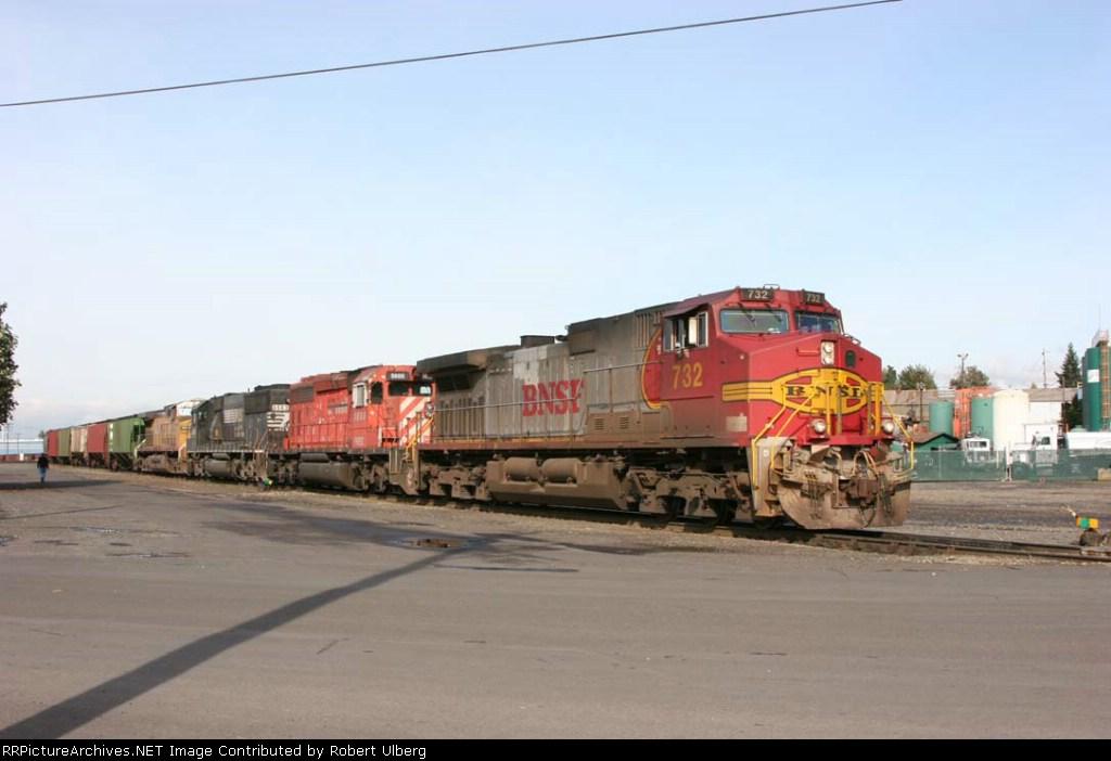 BNSF 732 NREX 5600 NS 6563 UP 6622