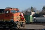 Santa arrives aboard the BNSF 5276 instead of the SPS 700