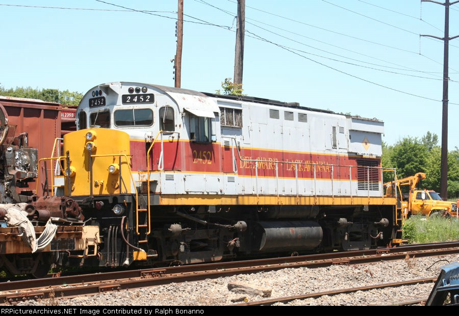 Former BC Rail, nee-E-L C425 rests near the enginehouse, sans bell.....