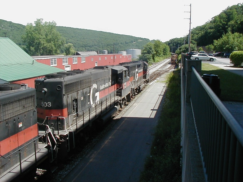 MEC 347 503 320 about to pass parked NECR 3851 3844 3847 6-29-07