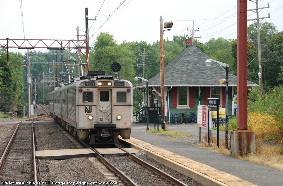 NJT 1321 pulling into the station
