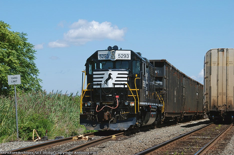 A leased GP38-2 for the NYS&W