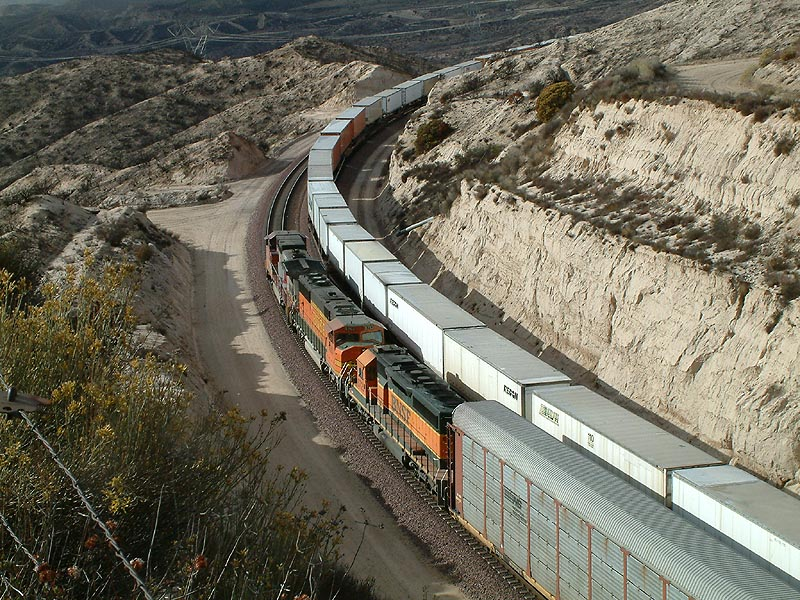 BNSF WB rounds the curve