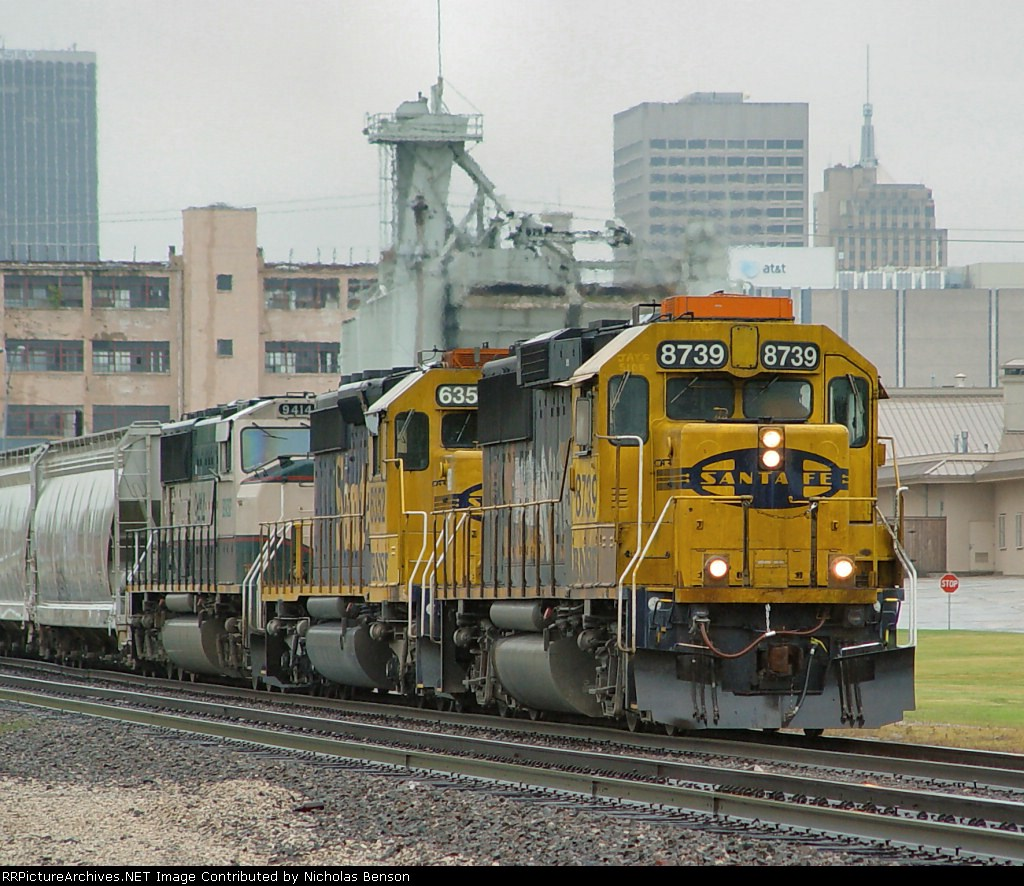 BNSF 8739