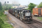 NS rolls through town with a nice lash up and a change of pace from all the widecabs
