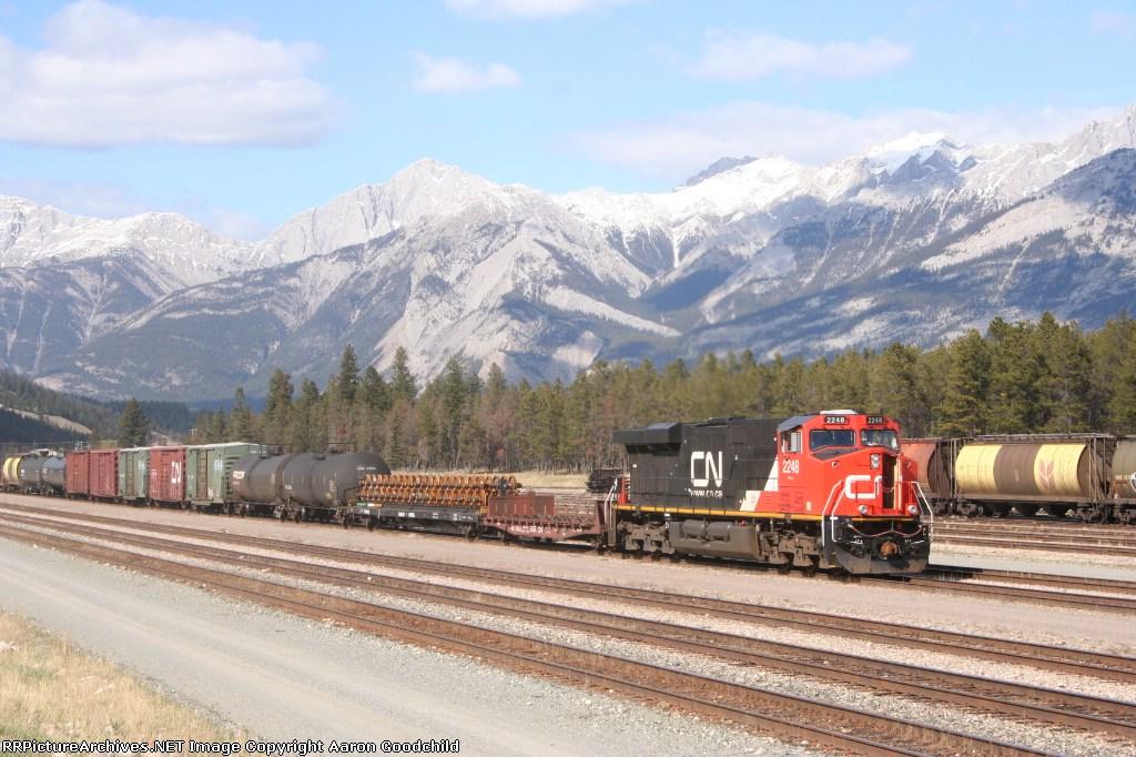 CN 2248 pulls into Jasper Yard