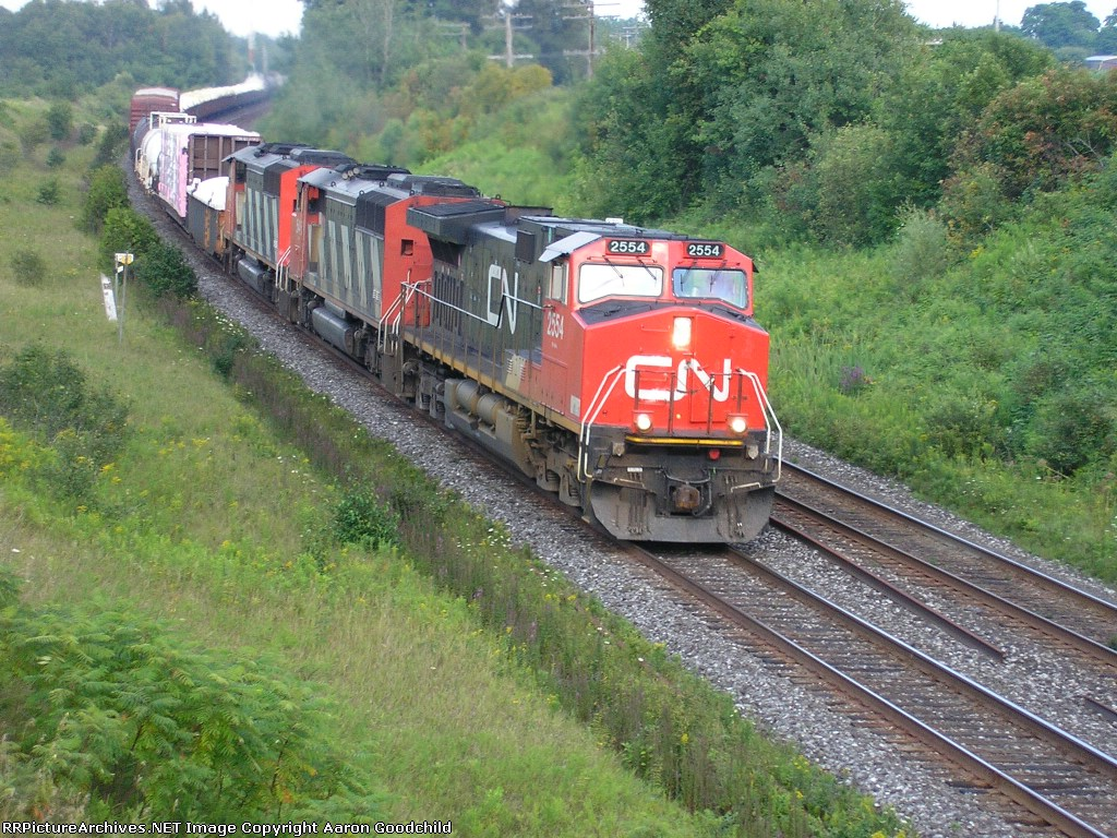 CN 2554 heading west at Newtonville