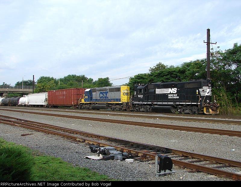 NS 5222 & CSX 8815