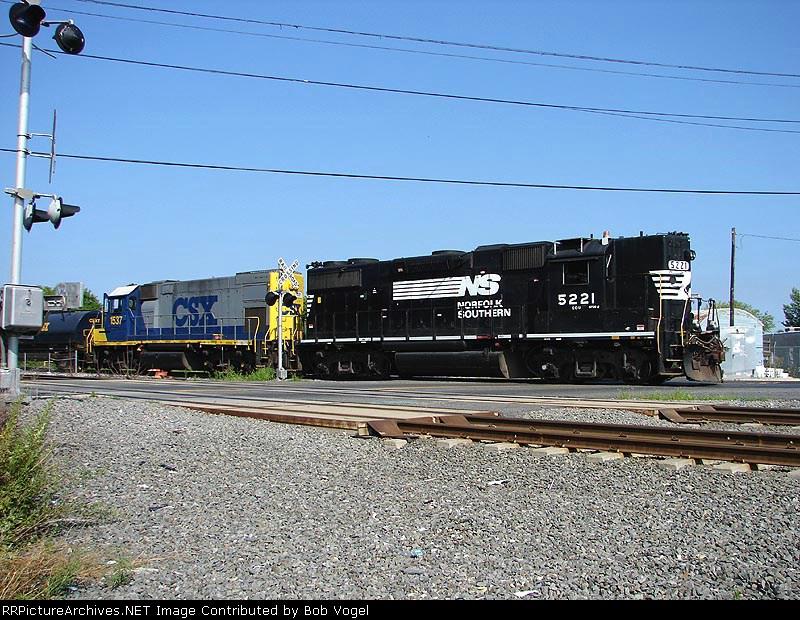 NS 5221 & CSX 1537