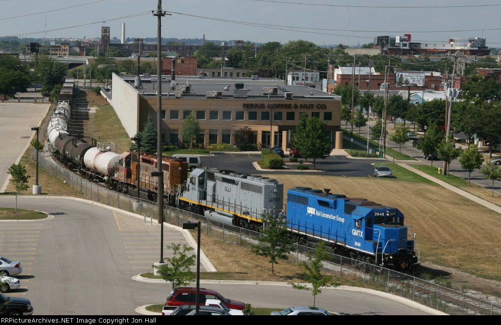 Z151-06 rounding the curve past the former location of Westside Yard