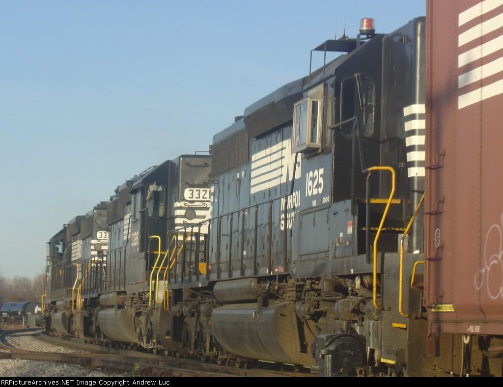 NS 343 with Three sd40-2