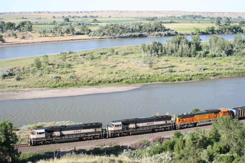 BNSF 9701 (SD70MAC) along Yellowstone River