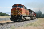 BNSF 5152 (Dash 9) working for 8 throttle around the curve