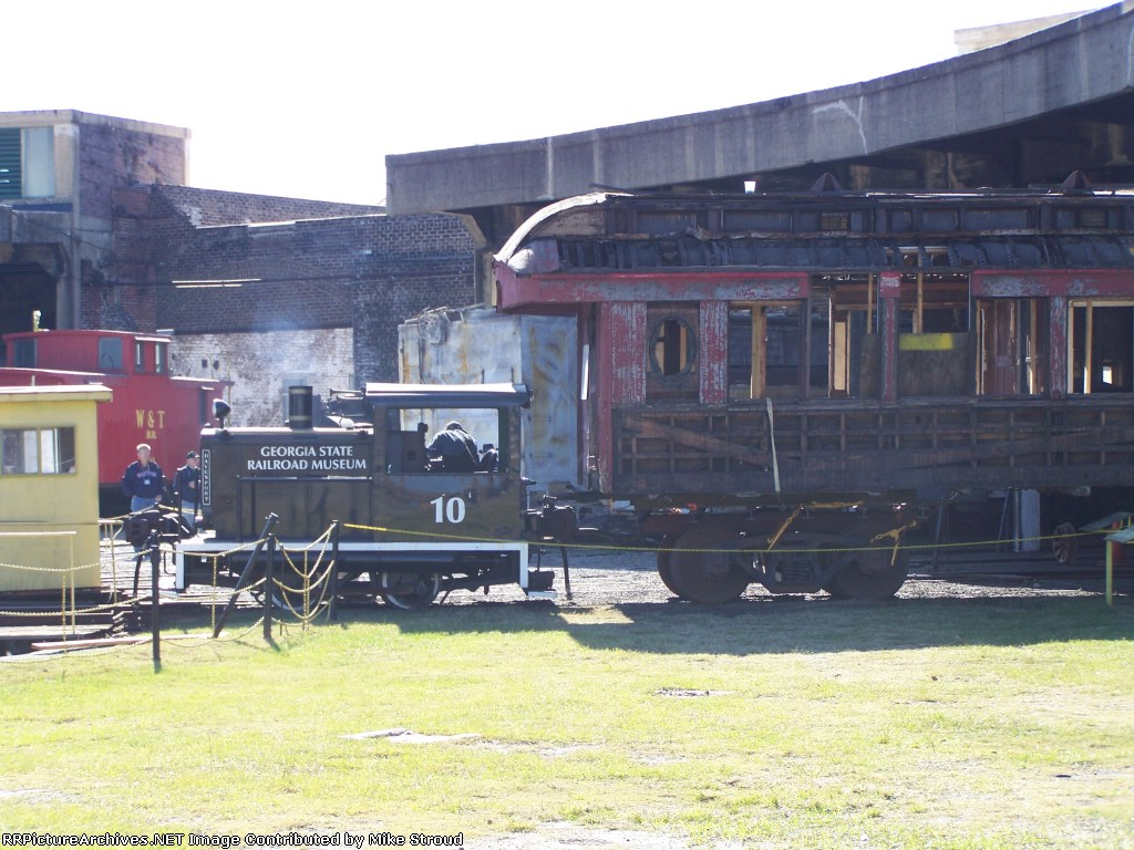 GSRM 10 pulling old coach on to turntable