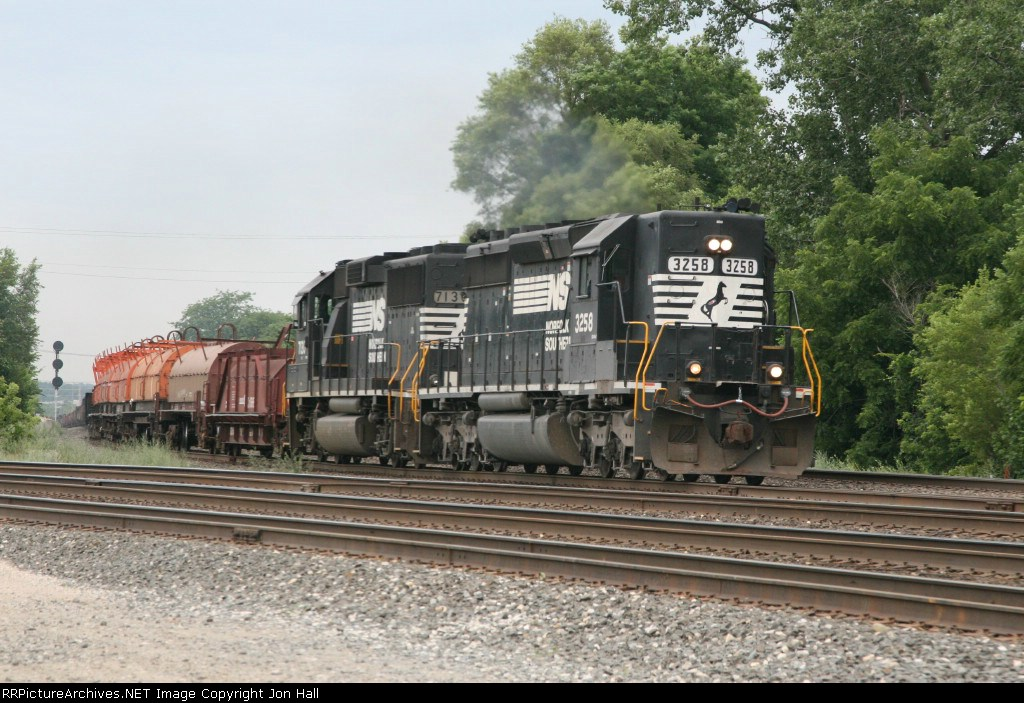 68T rolling east behind the cool consist of NS 3258 & 7130