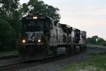 NS 8888 & 9307 rolling west at 7:36am with 31E