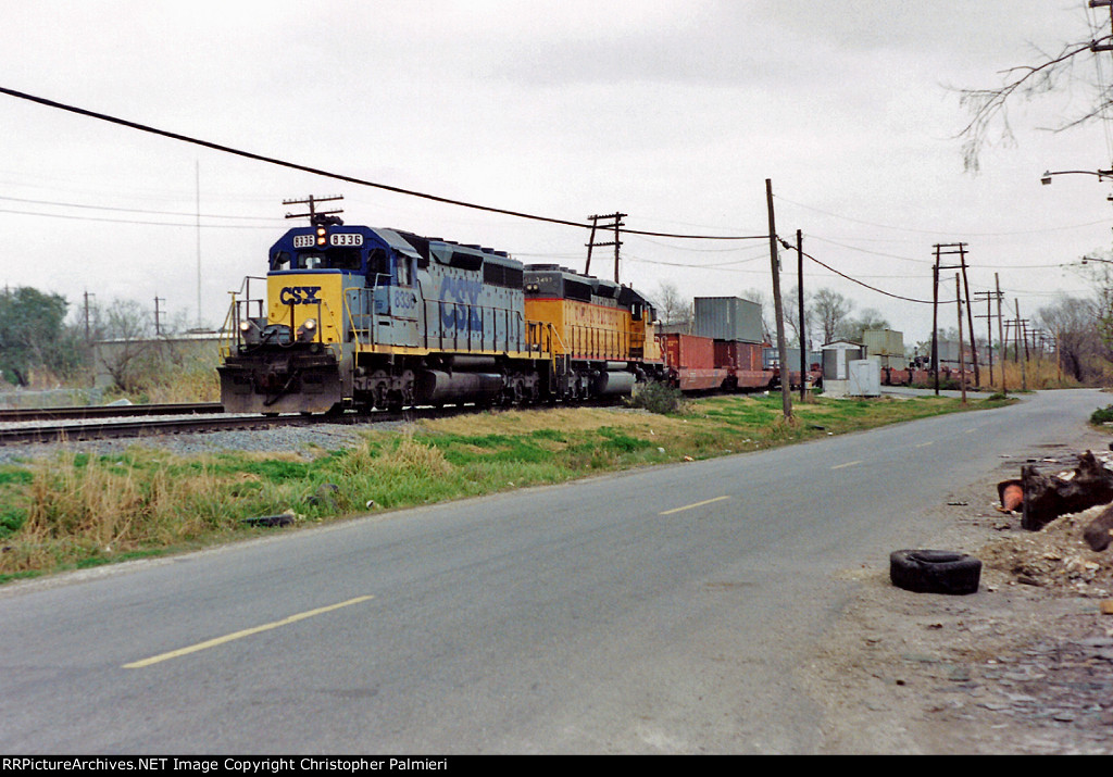 CSXT 8336 and UP 3497 Lead R-101-09