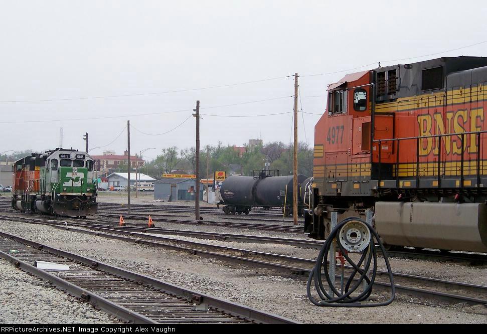 BNSF 4977