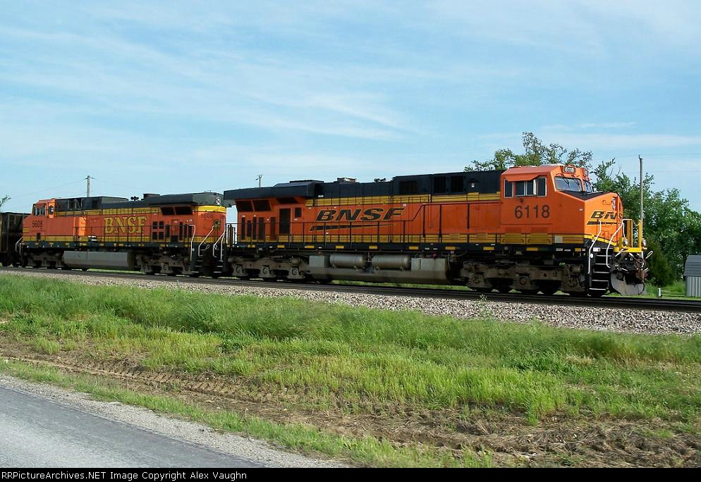 BNSF 6118 and 5608