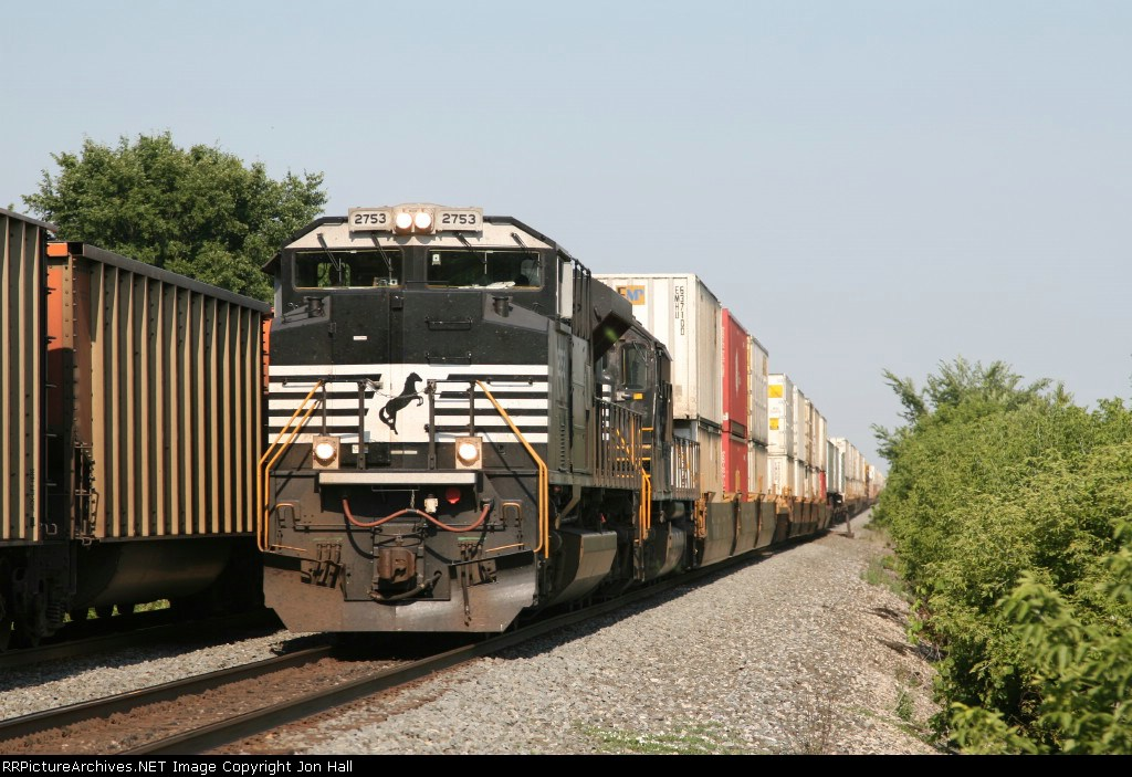 NS 2753 & 2546 charging west with 21Q