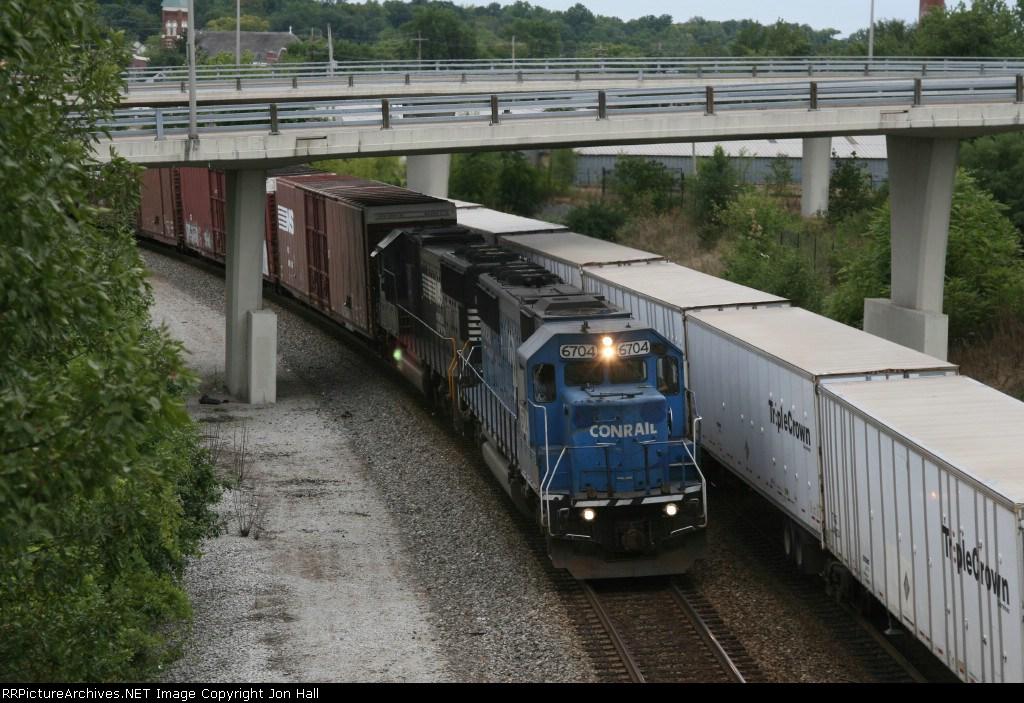 NS 6704 & 2518 head east with 18Q under darkening skies