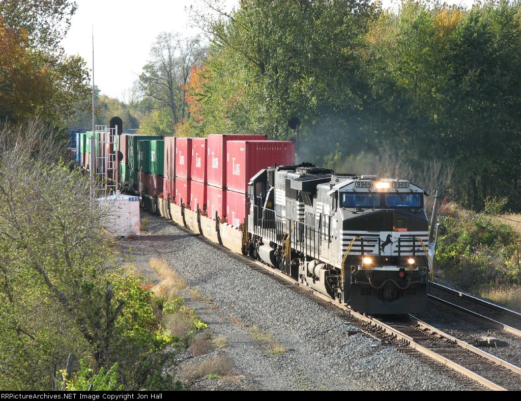 26N coming out of the trees behind NS 9969 & 6670