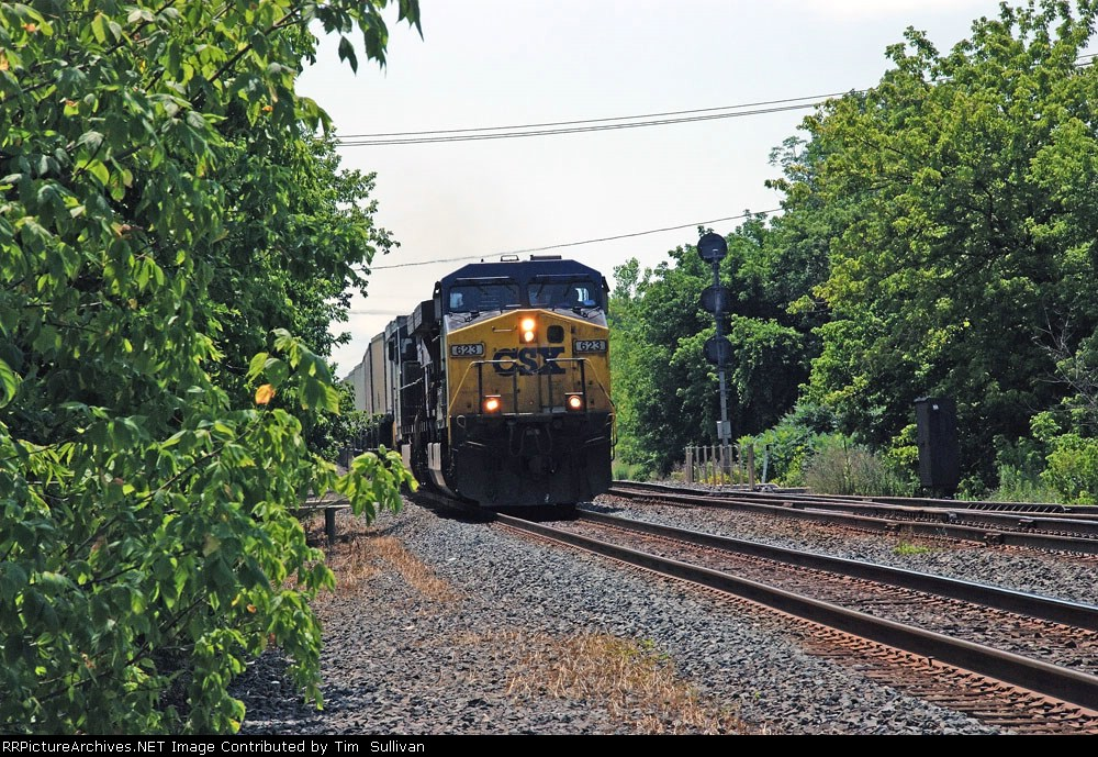 CSX 623 moving very fast