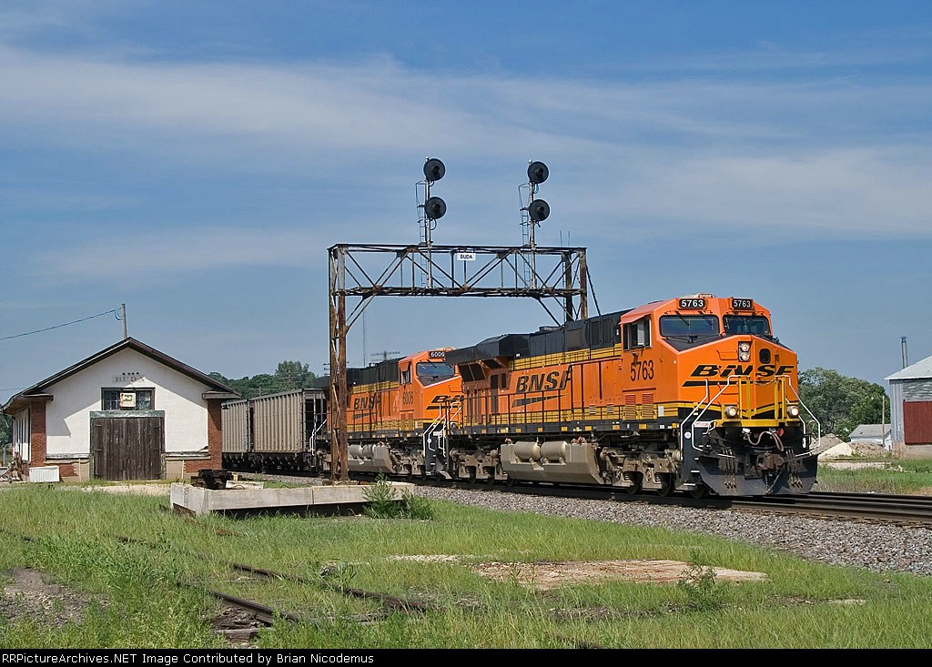 BNSF 5763