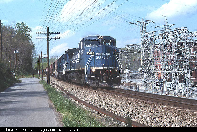 NS train 457 detouring on CSX past the hydroelectric facility