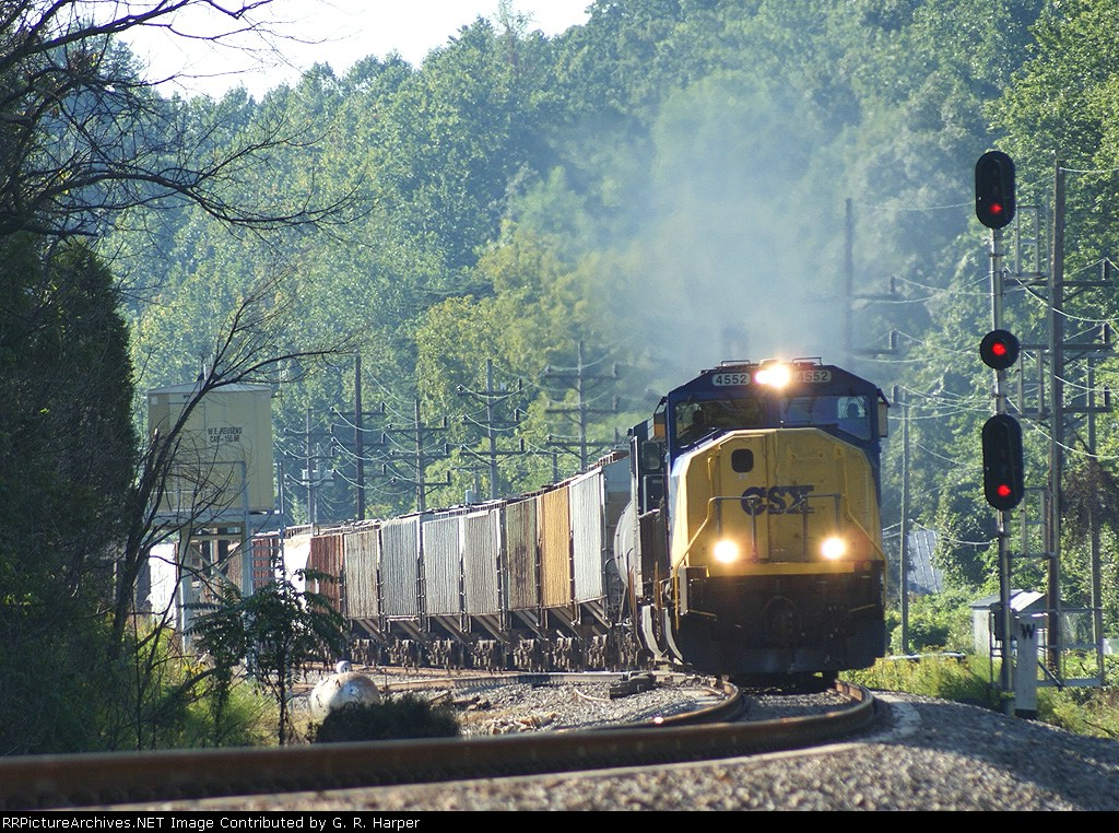 204 - CSXT 4552 leads Q69902 westbound past the eastward absolute signal at the west end of Reusens
