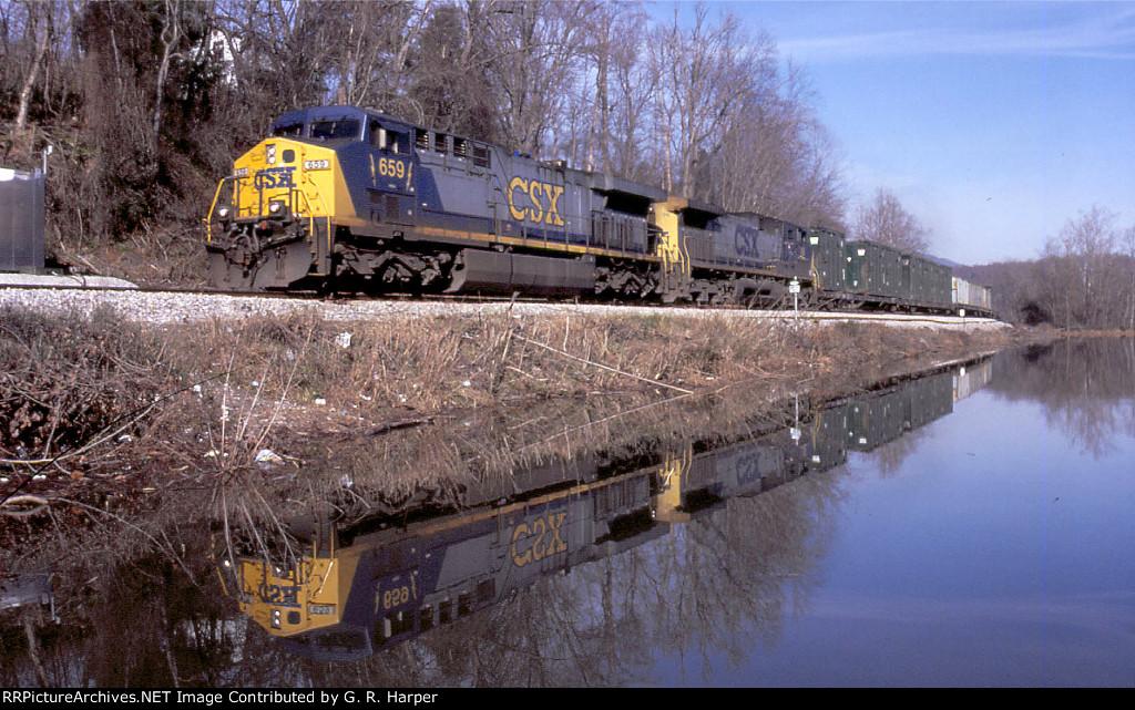 CSX 659 on an Anacostia Bridge debacle reroute.  Trash train.