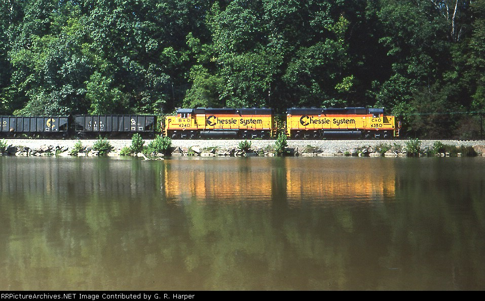 Chessie System pair takes a train of mtys west along the JAmes River above the Reusens dam