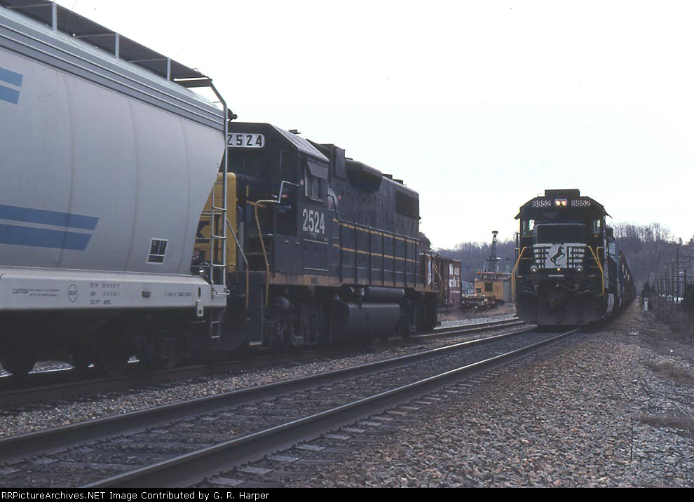 NS trackage rights train  (456 I think) meets CSX local in  the siding