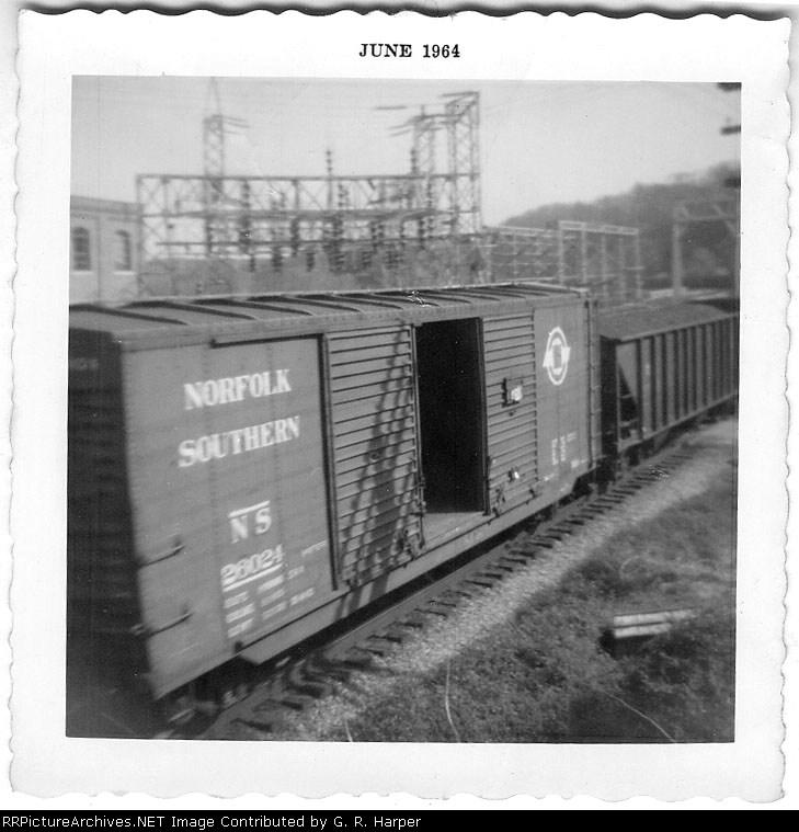 Original Norfolk Southern boxcar on a 1964 train