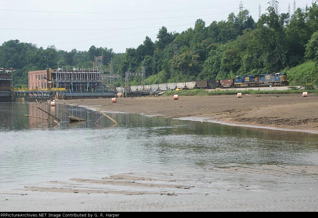CSXT 4681 westbound past the lowered Reusens Dam pond