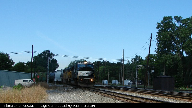NS 6779 and HLCX (Ex-UP) 5951 charge onto the NS mainline from the Porter branch