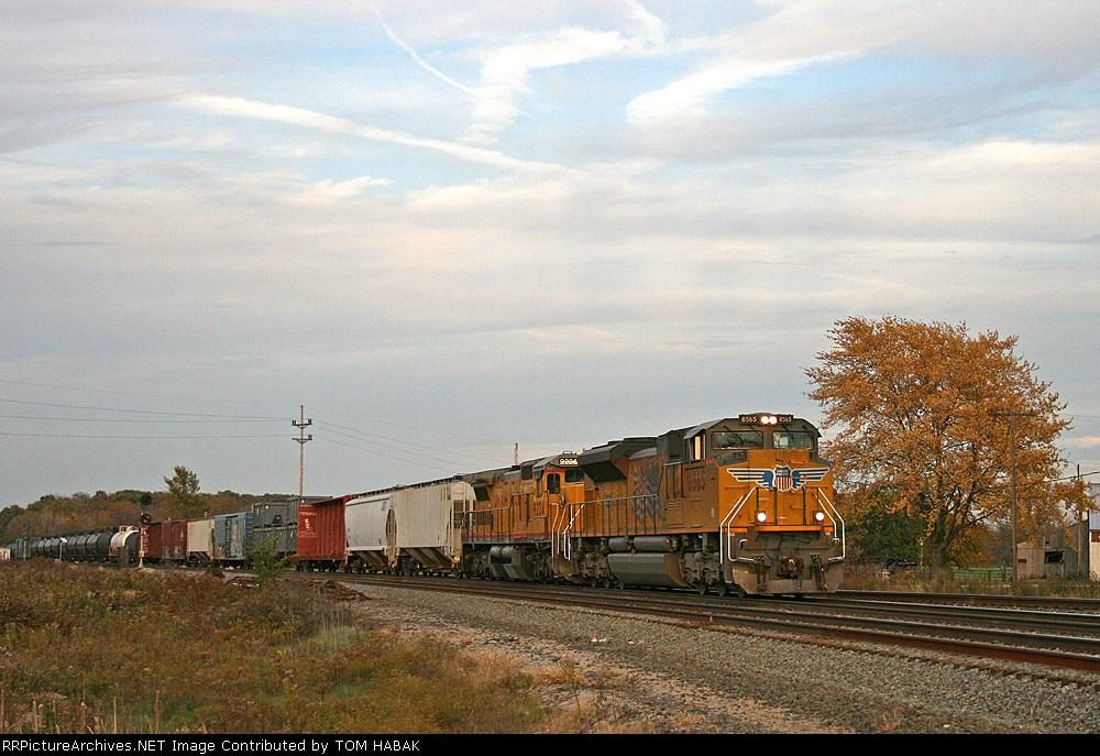 UP 8565 on CSX Q351-30